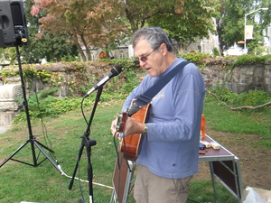 Phil Dollard plays the Tarrytown Farmers' Market